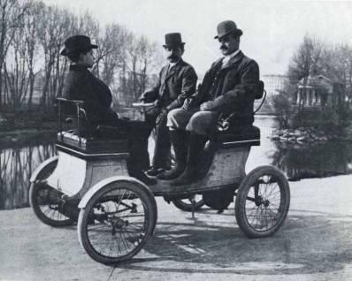 Cars in 1900