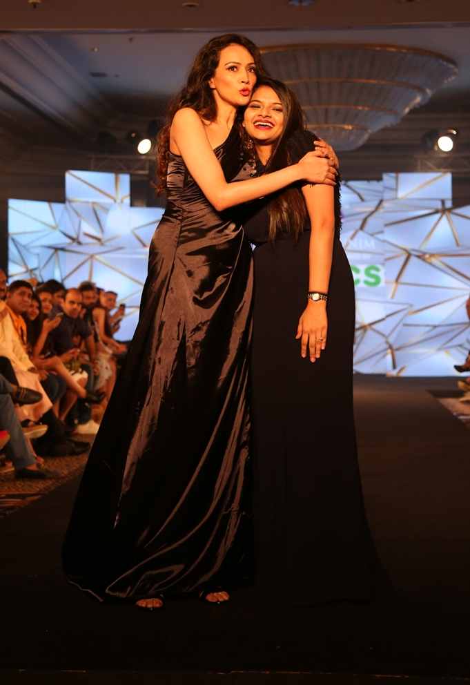 Dipaanita Sharma as showstopper for Nidhi Mumnim at IFW (3)