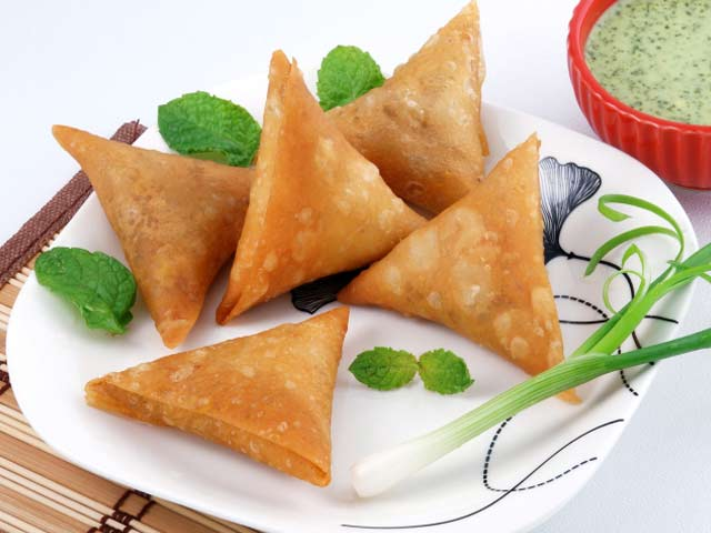 kheema-samosa-lal-hit-review