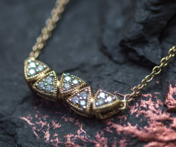Caratlane-diamond-necklaces