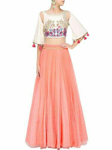 bdb89cfdc6 ... Veere Di Wedding caught my eye for that matter. I believe both Kareena  Kapoor Khan and Sonam Kapoor follow an eccentric style of ethnic fashion in  the ...